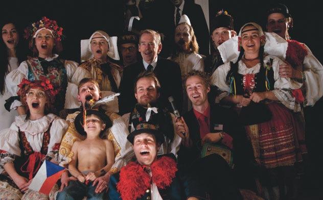"""""""Das Schwein oder Václav Havel's Hunt for a Pig"""" von Václav Havel, Uraufführung Brno 2010, Foto: Viktor Kronbauer"""