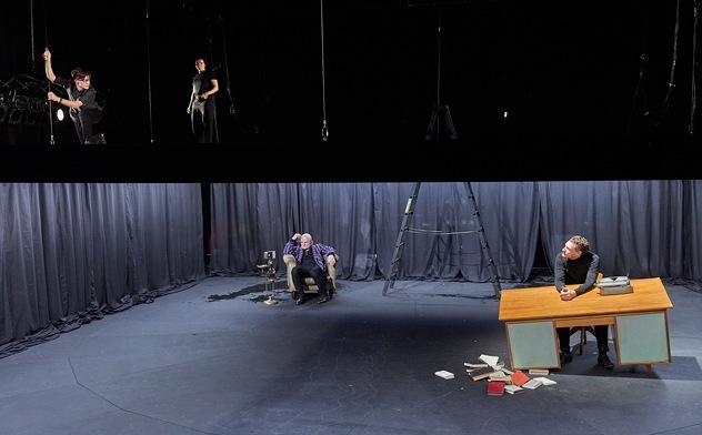 """""""heiner 1-4"""" von Fritz Kater in der Regie von Lars-Ole Walburg (Berliner Ensemble 2019). Foto Matthias Horn"""
