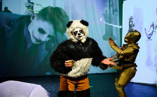 """Ein theoretisch fundierter, basisdemokratisch entwickelter, knallbunter Theaterabend – """"Ourstory"""" von KGI. Foto Björn Stork"""