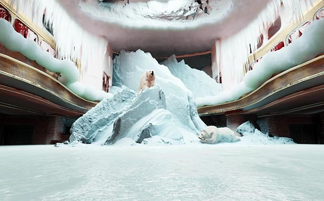 """Still aus Luis August Krawens Online-Serie """"Was passiert im leeren Pfauen?"""" (Schauspielhaus Zürich 2020). Foto Luis August Krawen"""