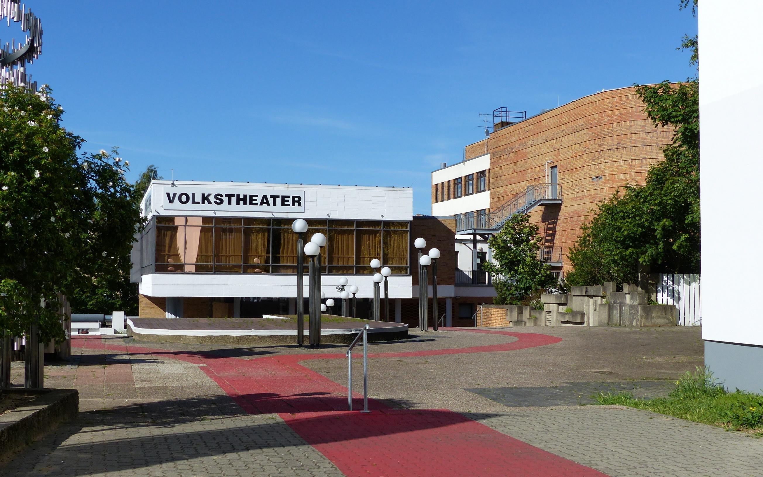 Eingangsbereich des Volkstheater Rostock, bei der Doberaner Straße