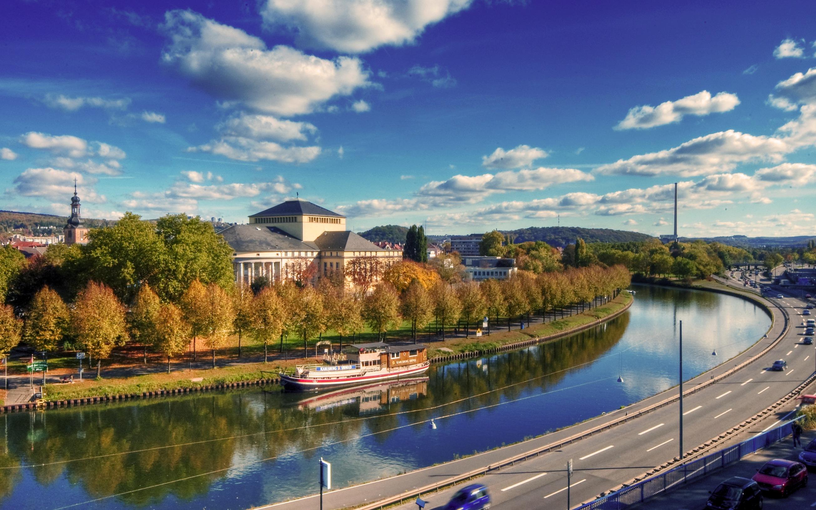 Klick here for a large view! Saarbrücken, Blick vom Brocken auf Saar und Staatstheater
