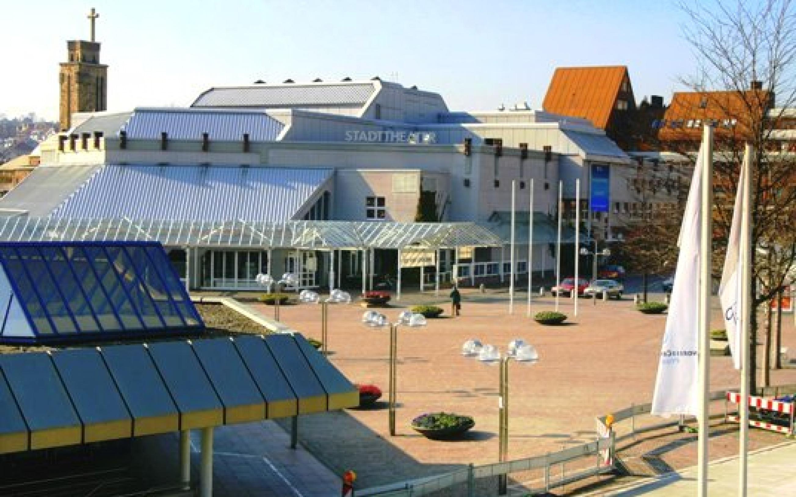Theater Pforzheim, Blick von der Gernika-Brücke