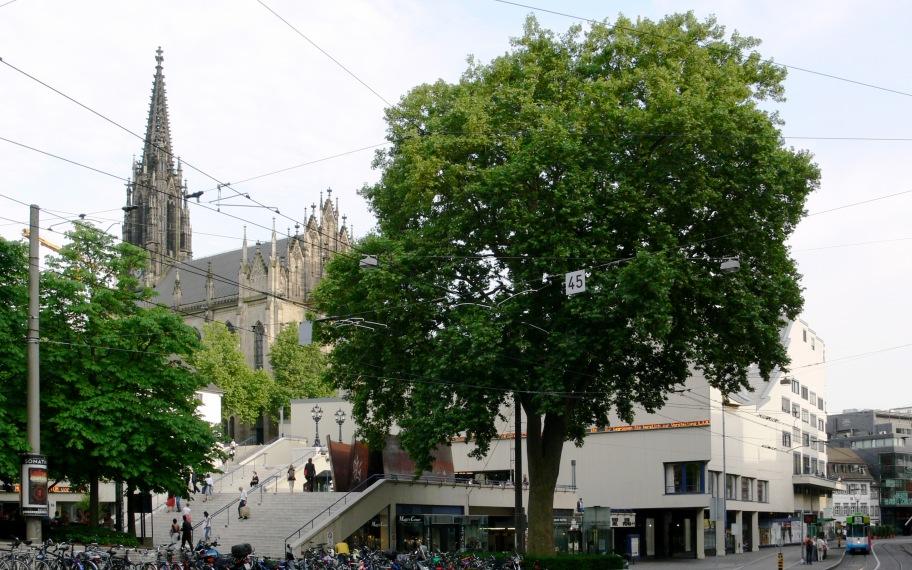 Theater Basel und Elisabethenkirche
