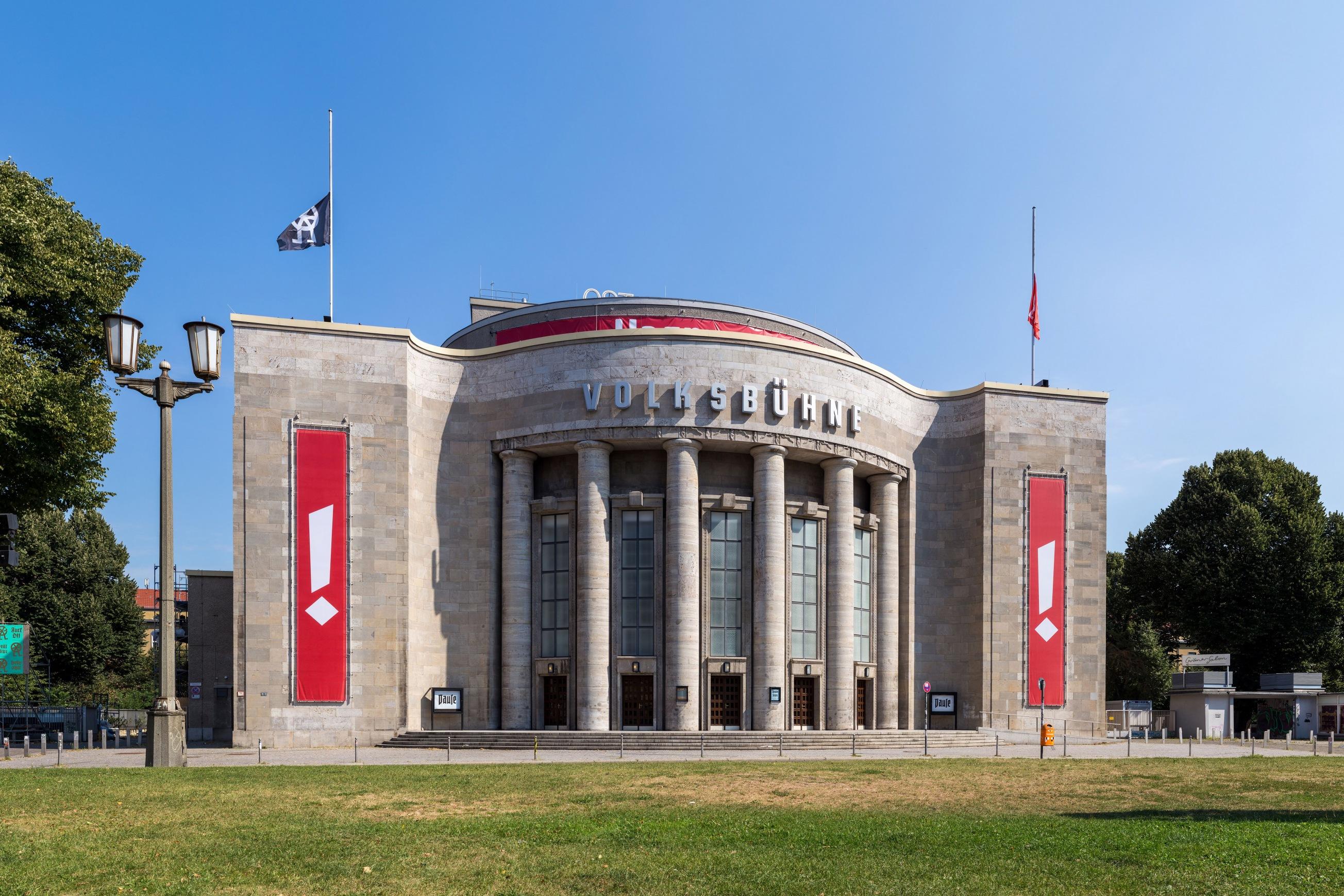 """Theater """"Volksbühne"""" am Rosa-Luxemburg-Platz in Berlin-Mitte. Das Gebäude wurde von 1913 bis 1914 nach Plänen des A"""