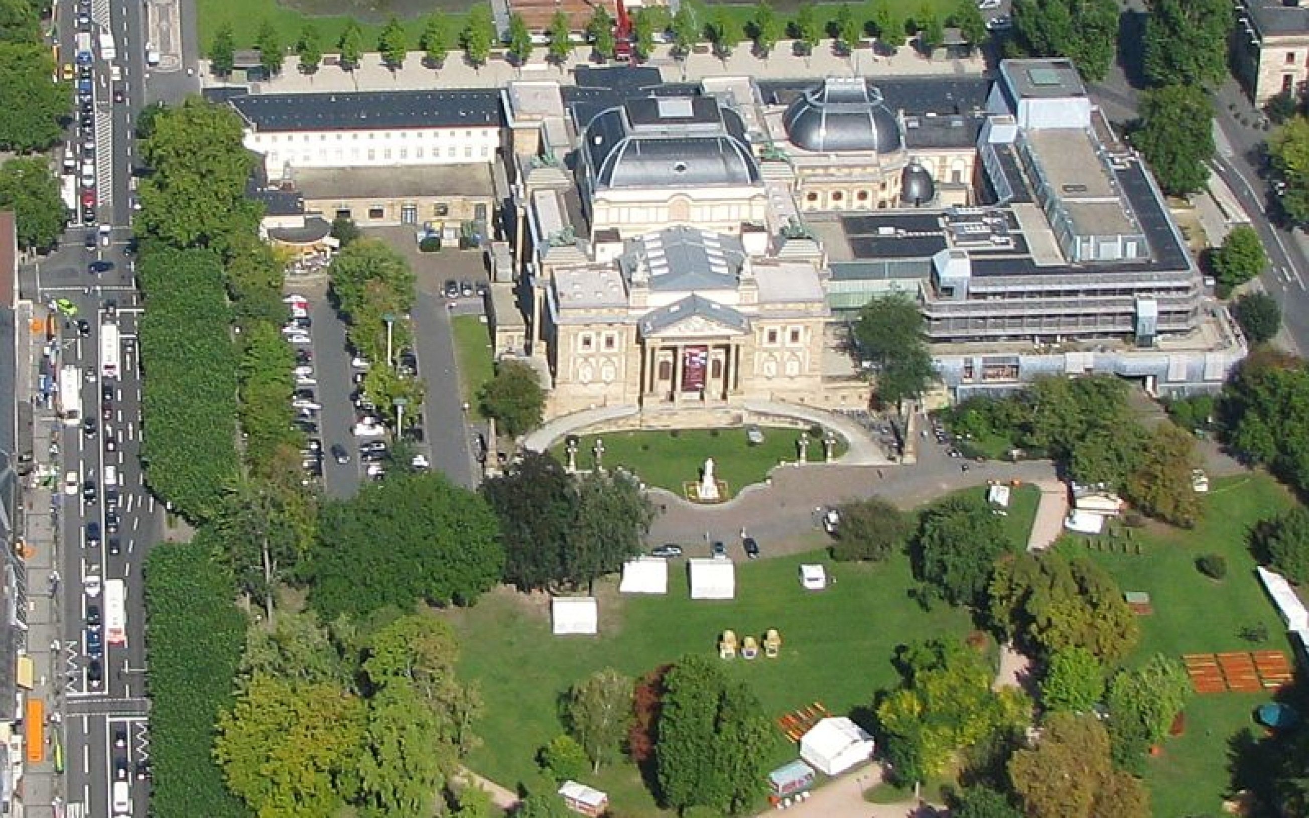 Luftbild Wiesbaden Hessisches Staatstheater an der Wilhelmstraße Schillerdenkmal Park am Warmen Damm Foto 2008 Wolf
