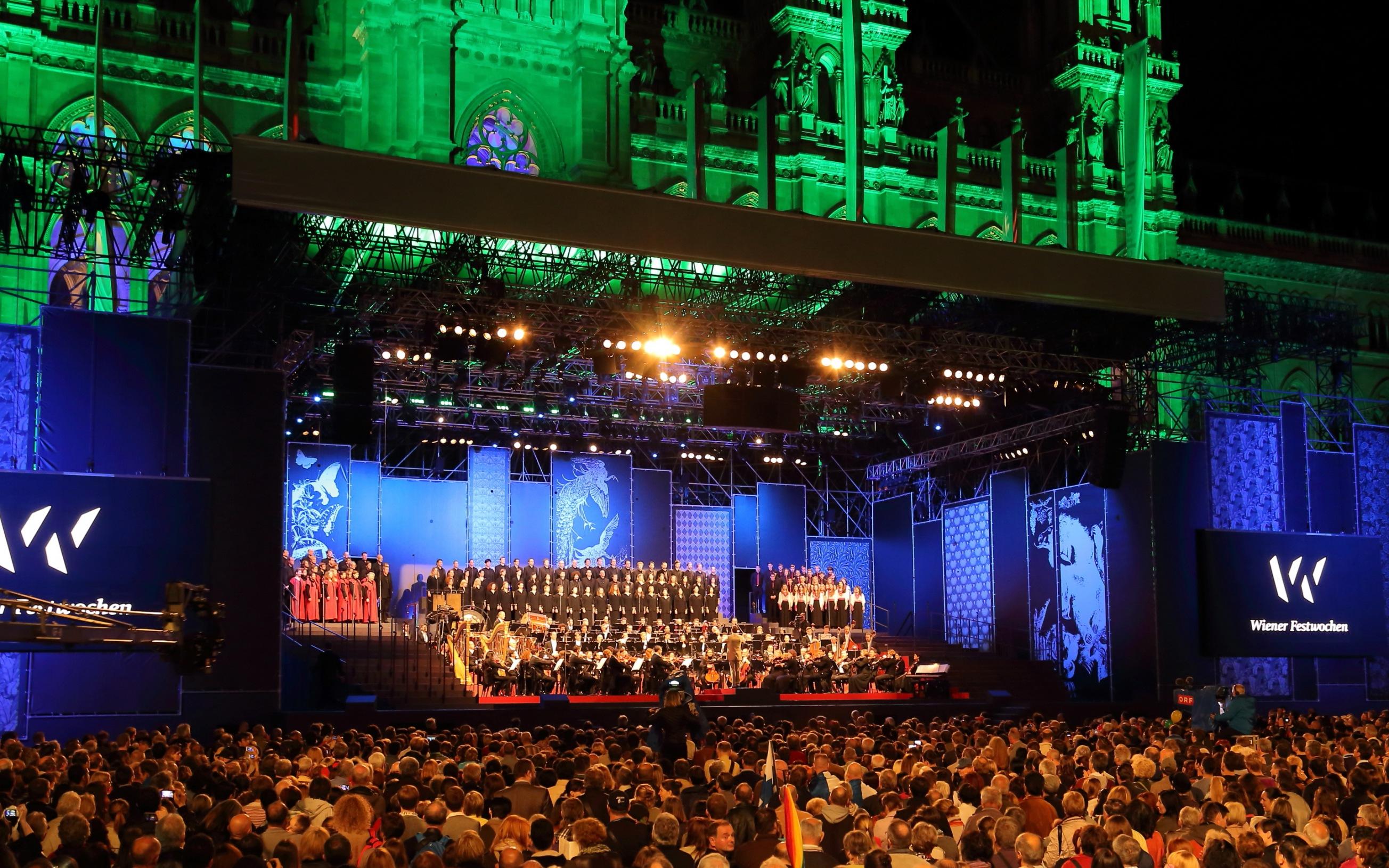 Eröffnungsveranstaltung der Wiener Festwochen 2014 am 9. Mai mit dem Arnold Schoenberg Chor und dem Radio-Symphonie