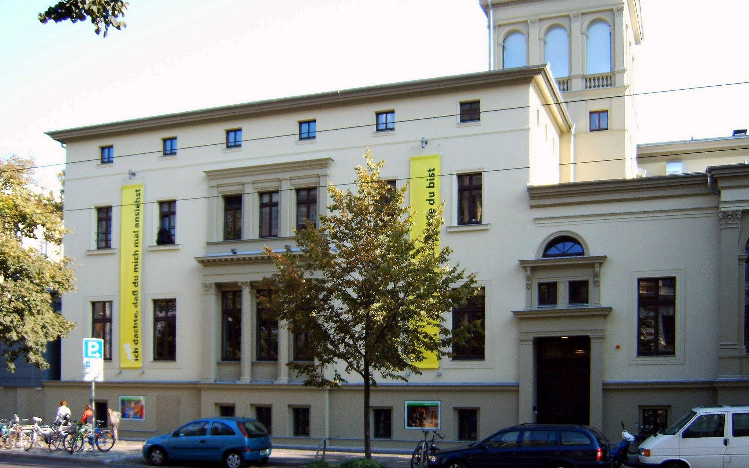 Schauspielhaus Magdeburg, Westseite.