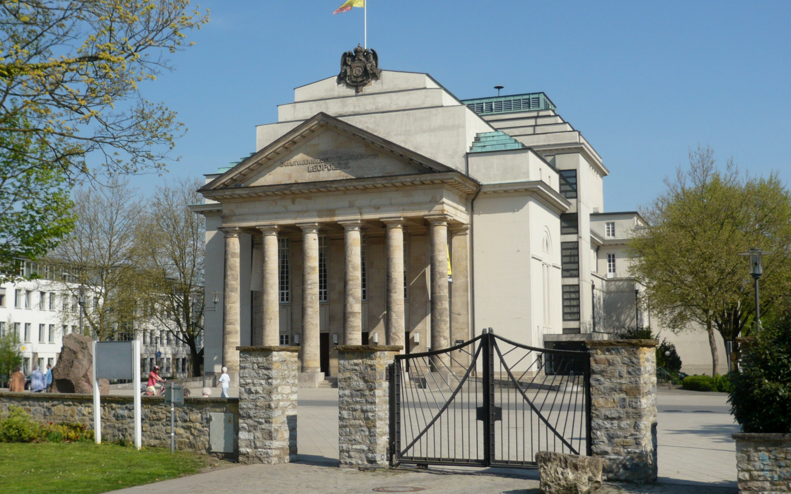 Landestheater Detmold in Detmold, Kreis Lippe, Nordrhein-Westfalen. Das Theater wurde am 8. November 1825 als Hochf